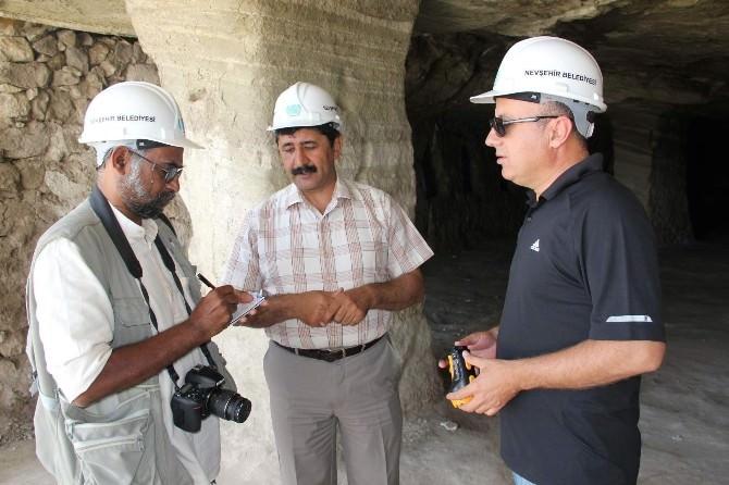 UNESCO Temsilcisi Kothari, Dünyanın En Büyük Yeraltı Şehrinde İncelemelerde Bulundu