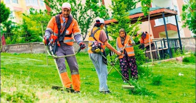 Elmadağ parklarında yaz temizliği sürüyor