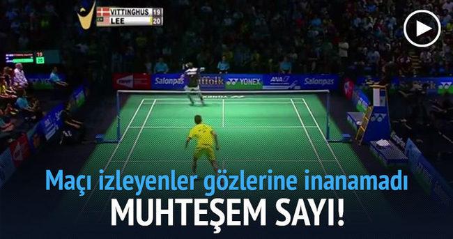 Badminton maçında on numara sayı alan oyuncu