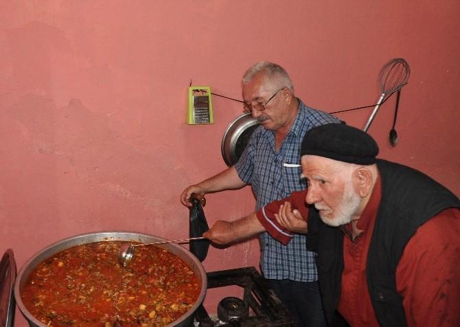 Cennet Dede, 16 Yıldır İhtiyaç Sahiplerine İftar Yemeği Dağıtıyor