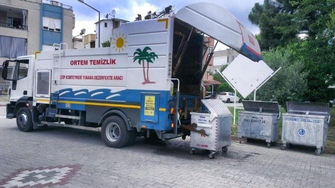Edremit Belediyesi Çöp Konteynerlerini Dezenfekte Ediyor