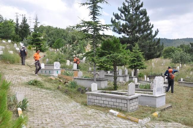 Mezarlıklar Temizleniyor