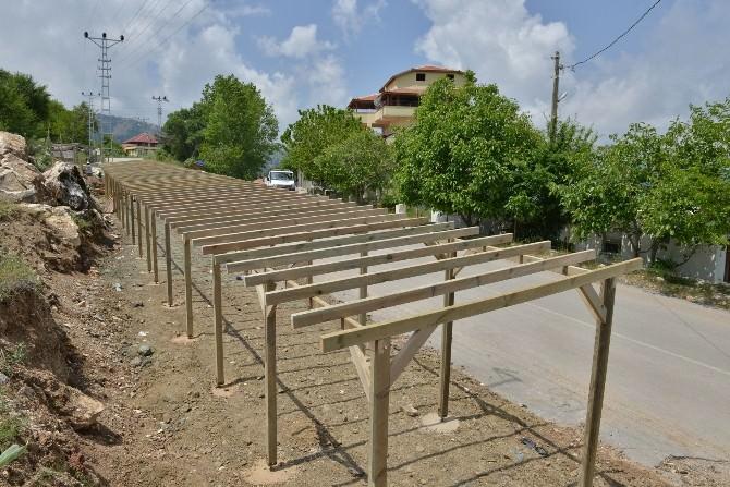 Konyaaltı'nda Yayla Yolu Üzerinde Pazar Stantları