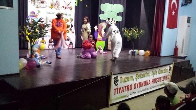 Kuşadası Toplum Sağlığı Merkezi'nden Tiyatro Etkinliği