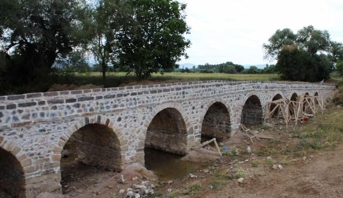 Karayolları 14. Bölge Simav'daki Tarihi Taş Köprüyü Gün Yüzüne Çıkardı