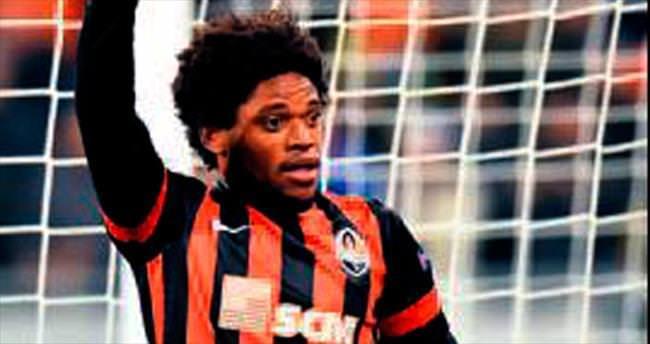 Adriano'yu Al Ahli kaptı