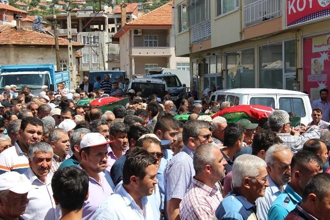 Bucak'ta Pompalı Tüfekle Öldürülen Kardeşler Toprağa Verildi
