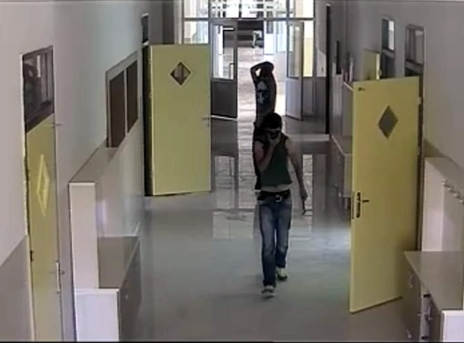 Gaziantep'te Okuldaki Hırsızlık Güvenlik Kamerasında