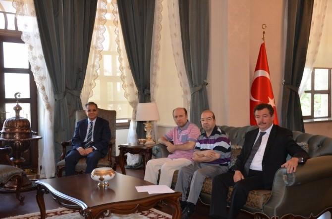 Vali Tapsız, TRT Ankara Radyosu SES Sanatçılarını Kabul Etti