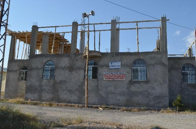 Adilcevaz'da Yarım Kalan Cami Yardım Bekliyor