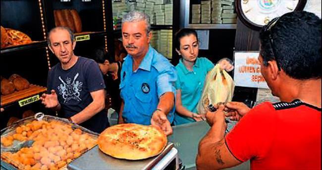 Foça'da fırınlara Ramazan denetimi