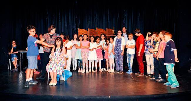 Başkent Tiyatroları'nda mezuniyet sevinci