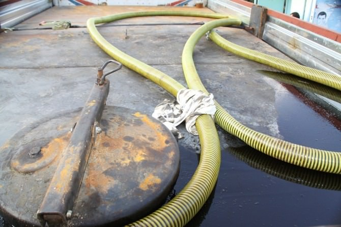 Ham Petrol Yüklü Kamyon Ele Geçirildi