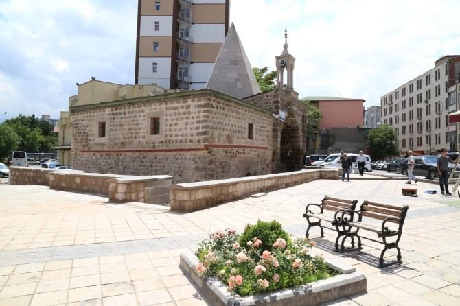 Emir Sultan Camii İbadete Açıldı