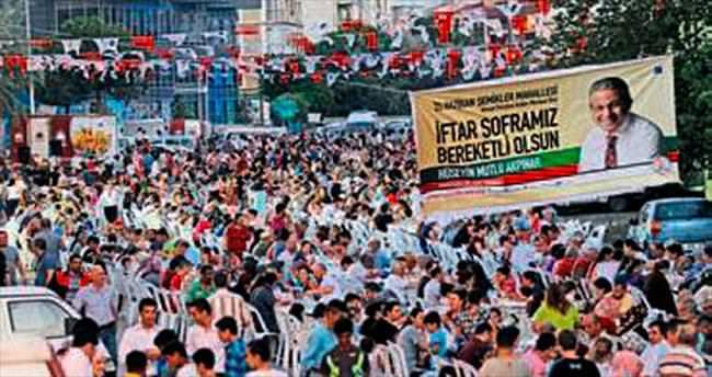Karşıyaka'da 5 bin kişilik iftar yemeği