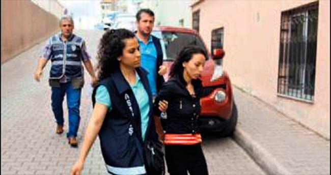 İşkenceci anne ve âşığı tutuklandı