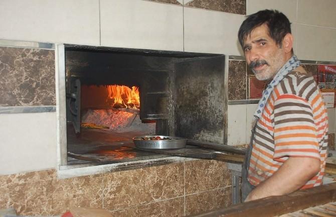 Adıyaman'da, Fırıncılar 80 Derece Sıcaklıkta Oruç Tutuyor