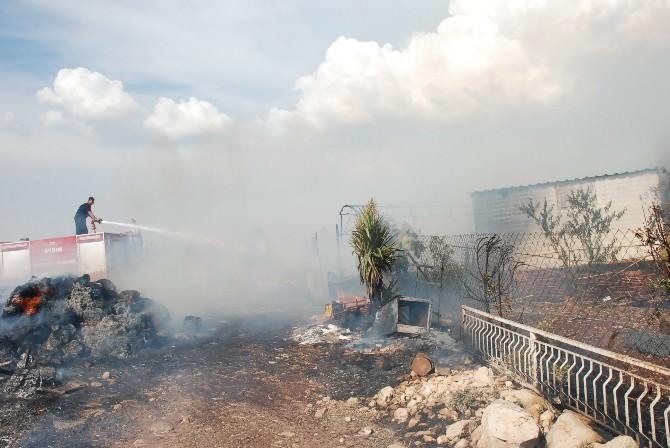 Didim'de Yangın Bir Gecekonduyu Ve Damı Kül Etti