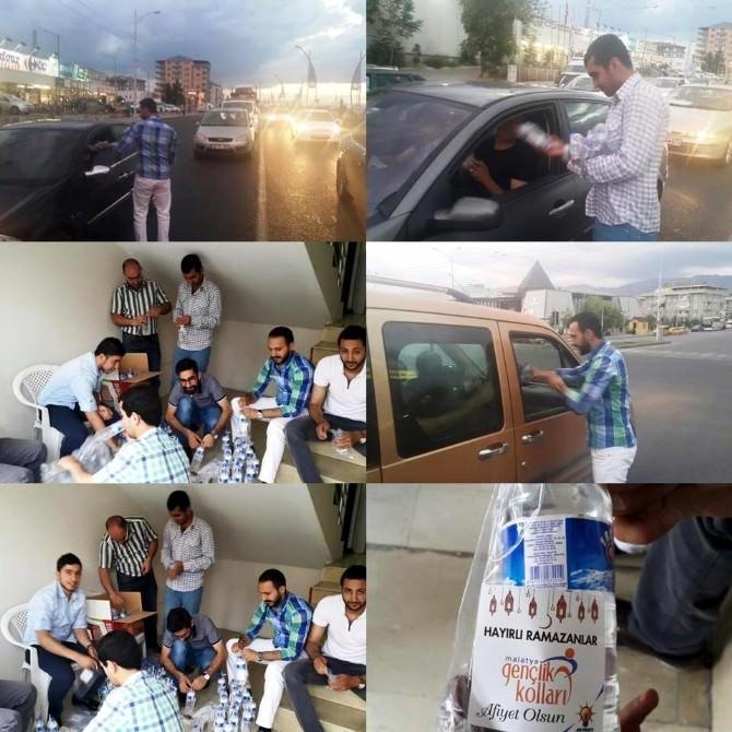 AK Parti Gençliği'nden İftara Yetişemeyenlere Hurma Ve Su