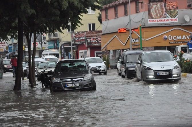 Uşak 'Ta Yoğun Yağış Hayatı Felç Etti