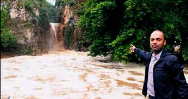 Aşırı yağış şelaleyi taşırdı