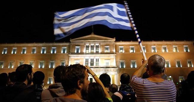 Yunan meclisi referandum kararını onayladı
