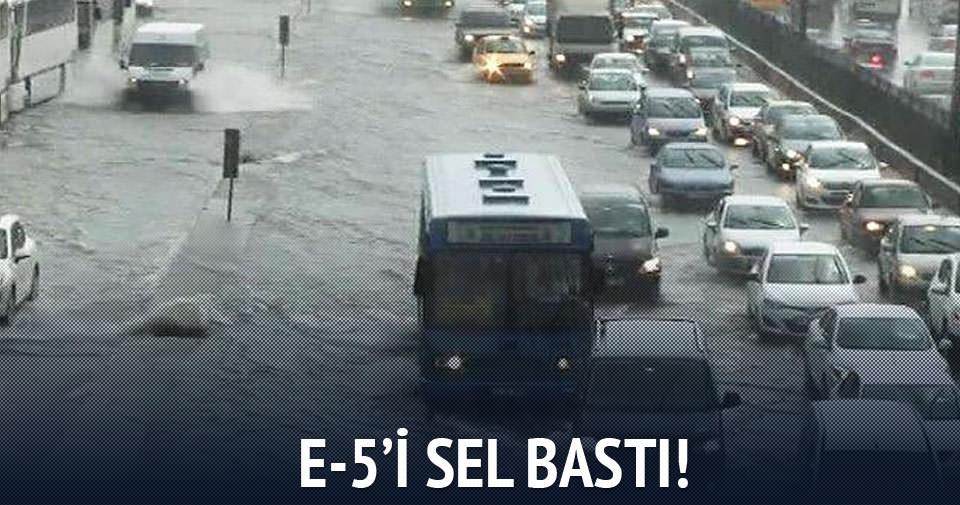 İstanbul'da E-5'i su bastı!