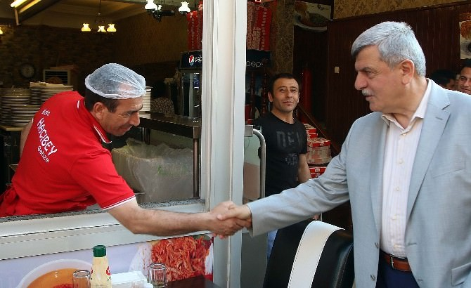 Başkan Karaosmanoğlu, Eski Çarşı Esnafını Ziyaret Etti