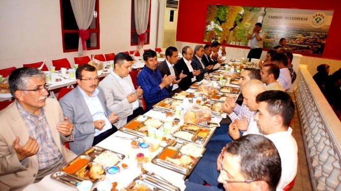 Sarıgöl AK Parti Teşkilatı Bin 500 Kişiye İftar Yemeği Verdi