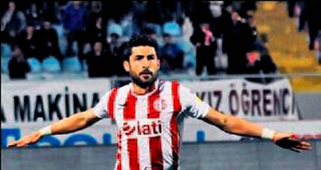 Ahmet Aras'a yol görünüyor