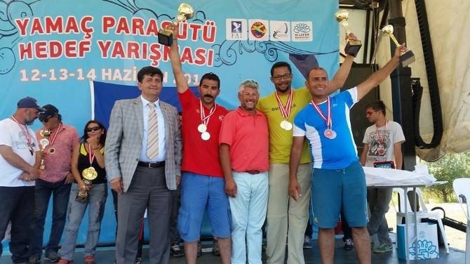 Oltulu Ali Çakır Dünyaya Paraşut Açıyor