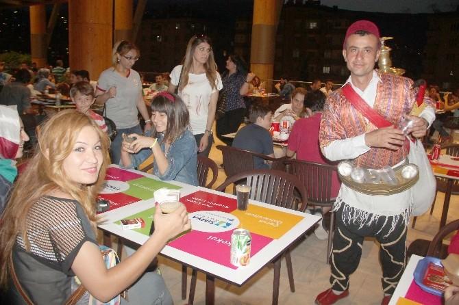 Piazza'da Ramazan'a Özel Serinleten Bir Tat: Meyan Şerbeti