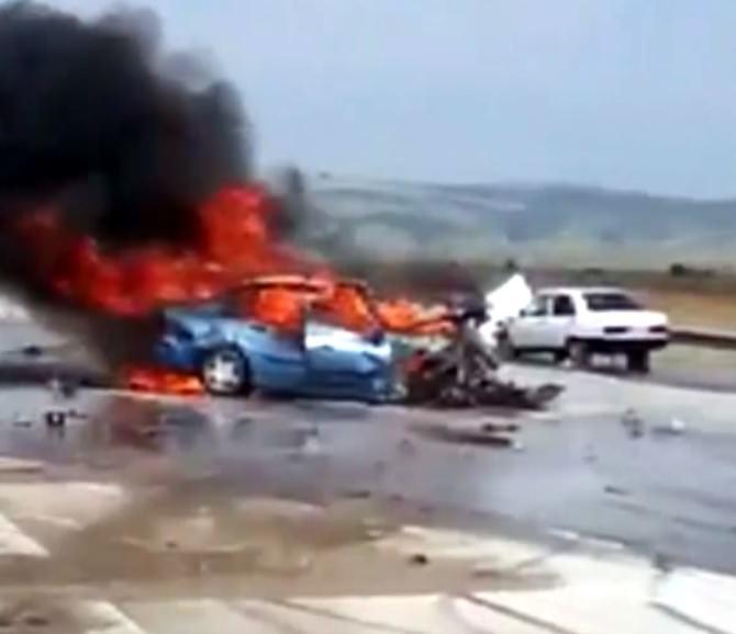 Gaziantep'te Kaza Yapan Araç Yandı