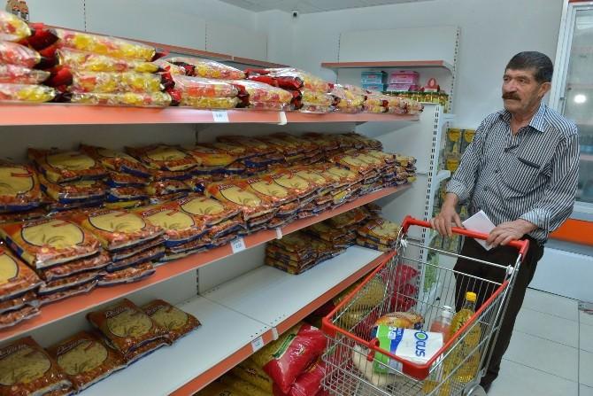 Konyaaltı'nda Ücretsiz Alışveriş Yüzleri Güldürüyor