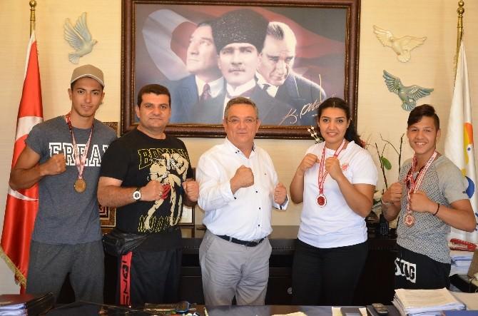 Kuşadalı Şampiyonlardan Başkan Kayalı'ya Ziyaret