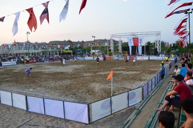 Manavgat'ta Plaj Futbolu Heyecanı