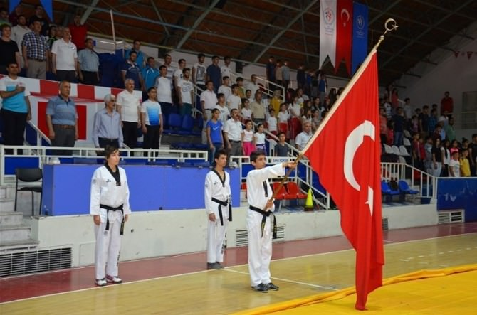 Yaz Spor Okullarının Açılış Töreni Yapıldı