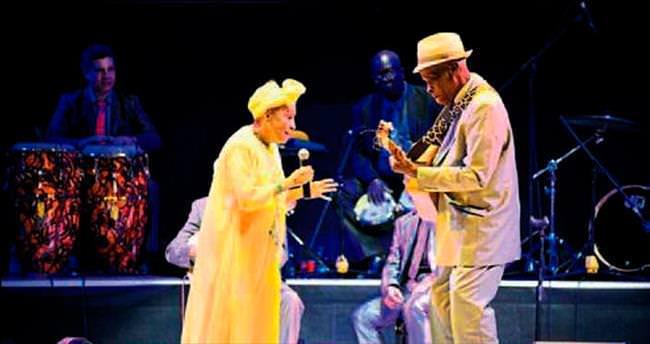Küba müzik efsaneleri Çeşme konseriyle veda etti