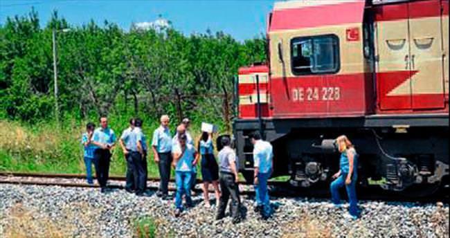Akhisar'da trenin çarptığı kişi öldü