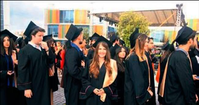 Özyeğin'de mezuniyet coşkusu