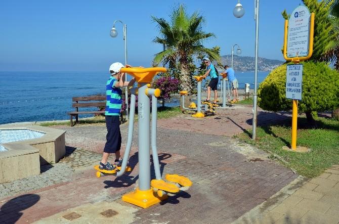 Alanya'da Sahil Yolundaki Spor Aletleri Yenilendi