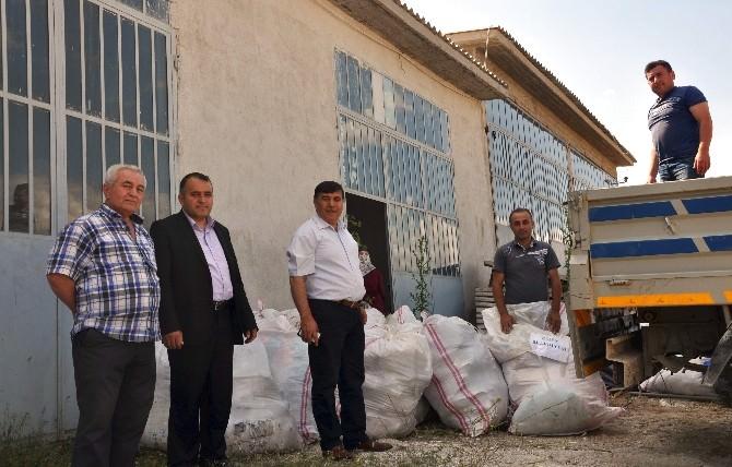 Emet Belediyesi'nden Gıda Ve Giyim Yardımı
