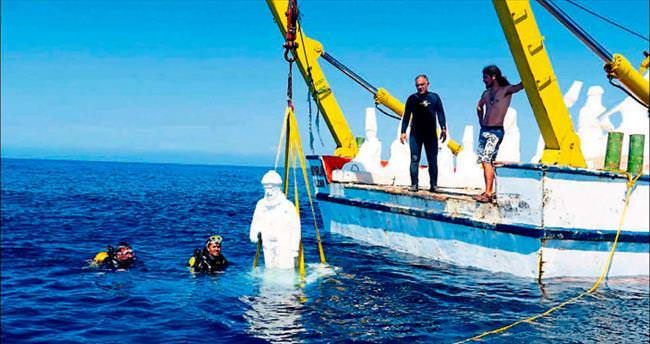 Dev heykeller denizle buluştu