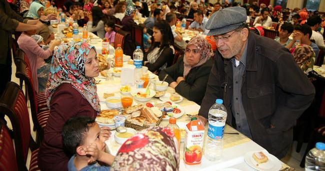 Deniz Feneri'nden 4 bin kişilik iftar