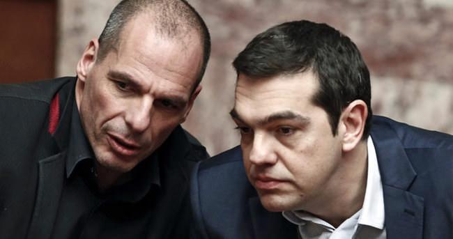 Yunanistan'dan peş peşe istifa açıklamaları