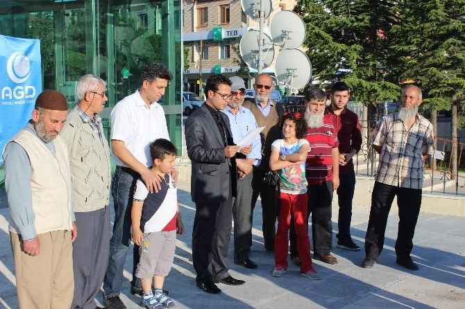 Doğu Türkistan'da Yaşanan Zulüm İçin Gıyabi Cenaze Namazı Kıldılar