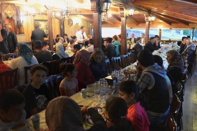 Ardahan Belediyesi, Şehit Yakınları, Gaziler Ve Anne Babasını Kaybeden Çocuklar Onuruna İftar Yemeği Verdi