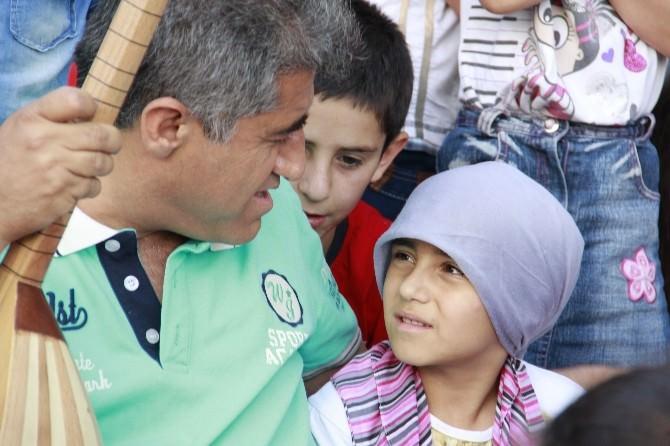 Türkücü Aydın Aydın, Hakkarili Çocuklarla İftar Yaptı