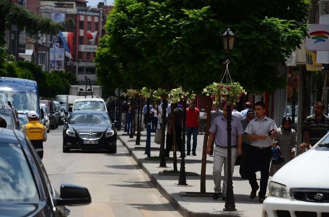 Kırıkkale'de Sokak Lambaları Rengarenk Çiçek Açtı