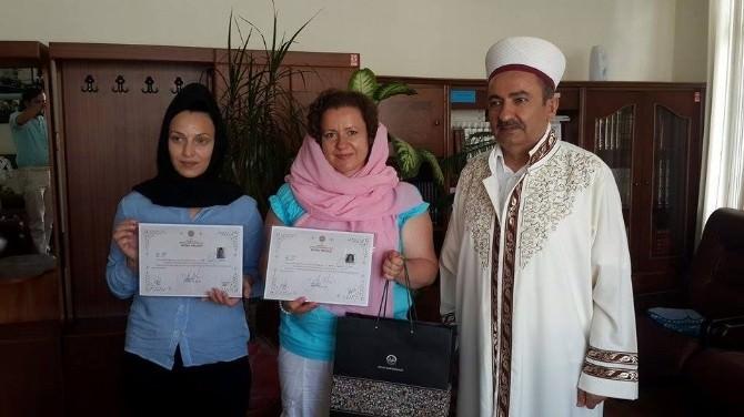 Rus Yulia Ve Moldovalı Bondorciuk İslamiyeti Seçti